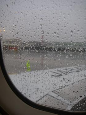 飛行機の窓からの景色