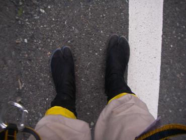 力王足袋をはいた足元