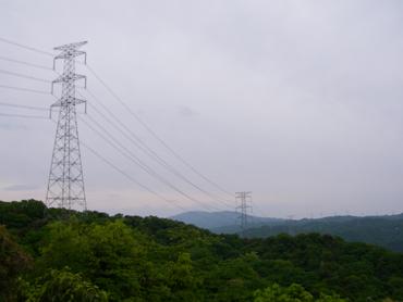 八丈岩からの眺め。鉄塔が見える